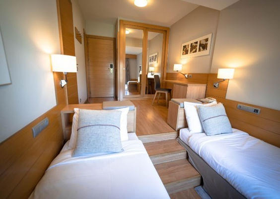 50% discount in the second room of adjacent doubles! montarto hotel baqueira beret