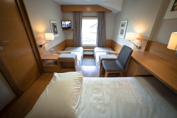 Double room + extra beds montarto hotel baqueira beret